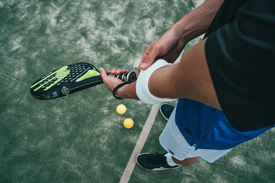 手臂外側很痛使不出力 小心網球肘找上你