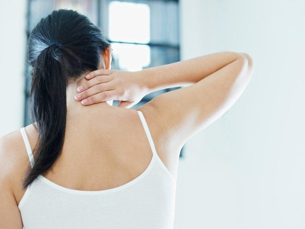 睡太熟壓到肩膀 五十肩會更嚴重?