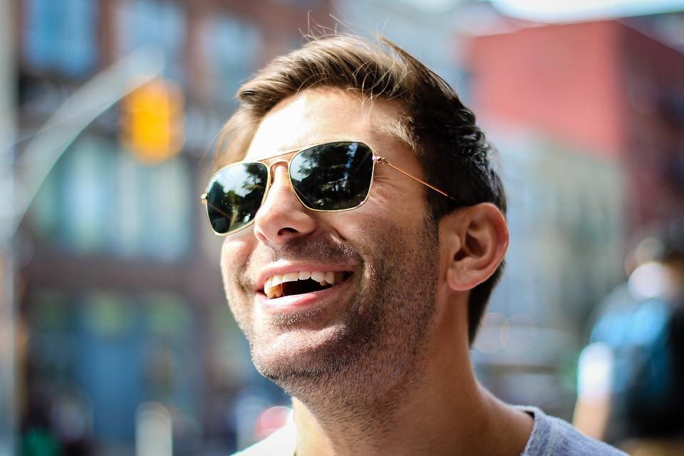 太陽眼鏡不是顏色越深越好 抓住三重點才是關鍵